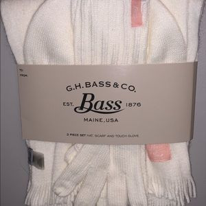 BRAND NEW G.H. Bass & Co Winter Set!!